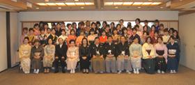 和服専門学校卒業式集合2011330